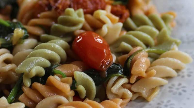 Plats Principaux - Fusilli aux Épinards et Tomates Séchées