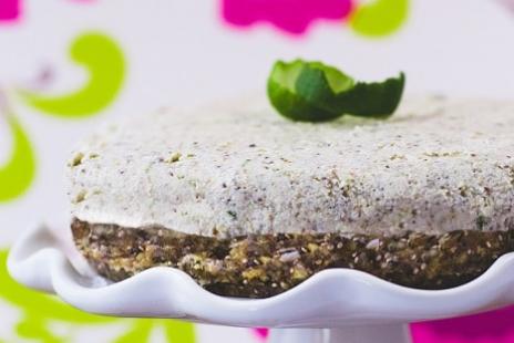 Gâteau Fauxmage à la Lime et Son Coulis de Fraises Sans Gluten et Sans Produits Laitiers