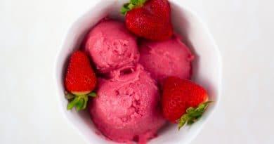 Crème Glacée aux Fraises Sans Produits Laitiers
